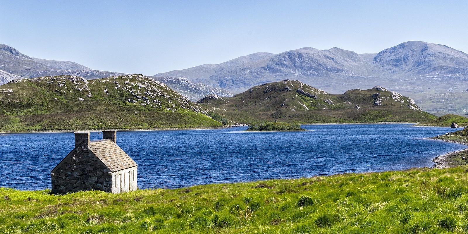 viaggio in Scozia, fiordo vicino alle isole Shetland