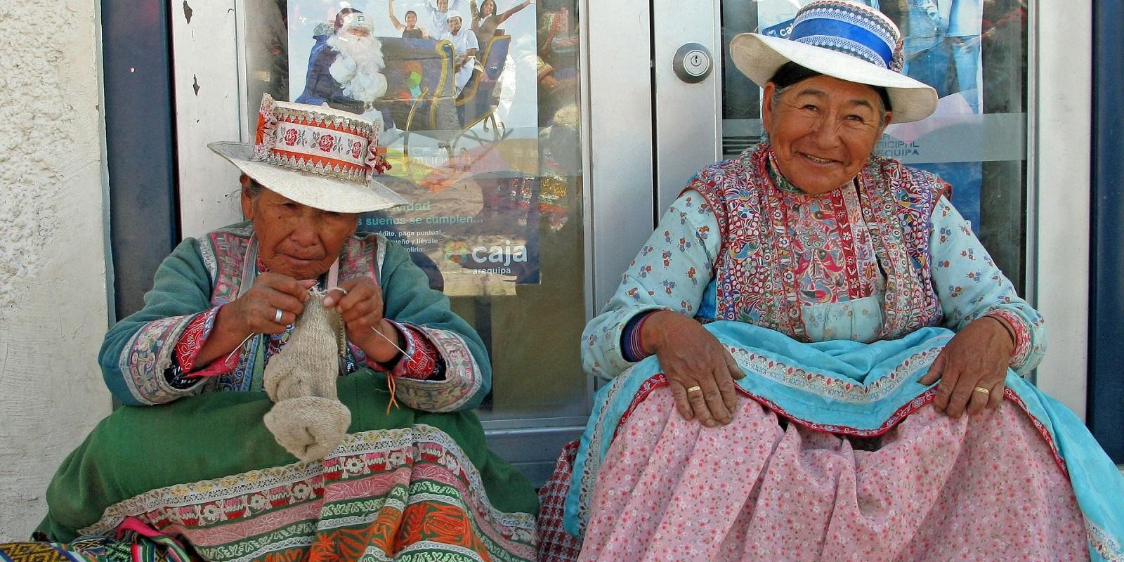 Perù, due donne ad Arequipa